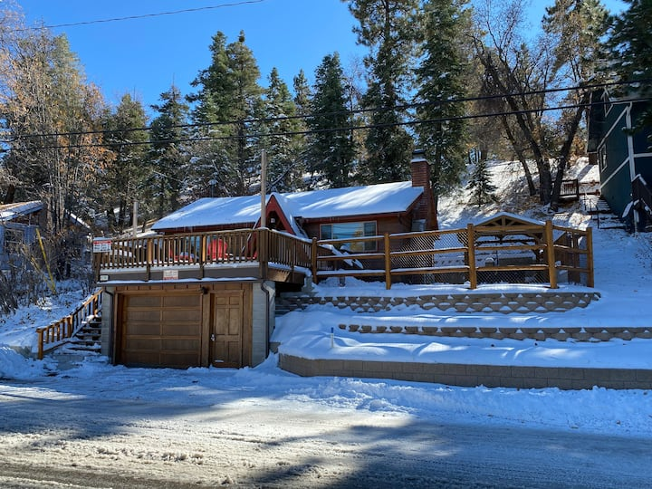 Red Peak Lodge- renovated, hot tub & dog friendly!