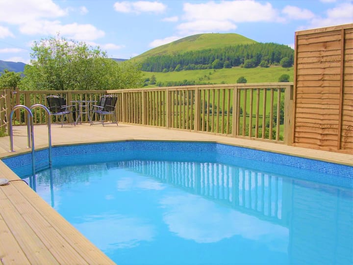 Luxury Holiday Cottage For Large Groups with pool.