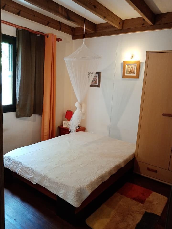 chambre au RDC d'un chalet en BOIS