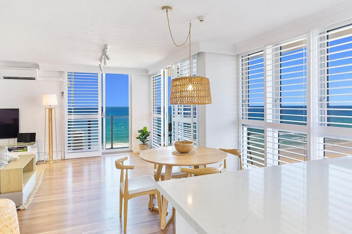 Stylish 2 bed, 2 bath Oceanfront Apartment  5 star