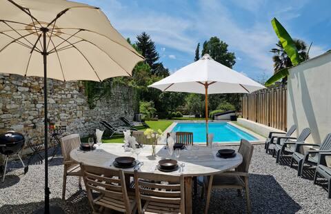 Maison familiale 4*, piscine, coeur du village 8p