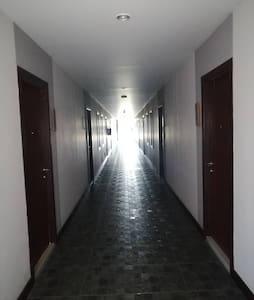 玄関に十分な明るさがある