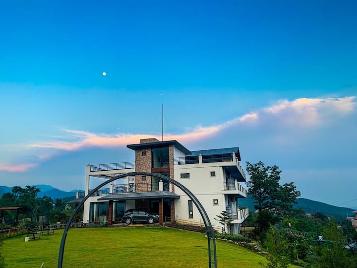 DragonflyTeal - Luxury stay in Mussoorie foothills