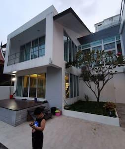 改别墅无障碍设计齐全,路口宽敞,楼梯非常方便
