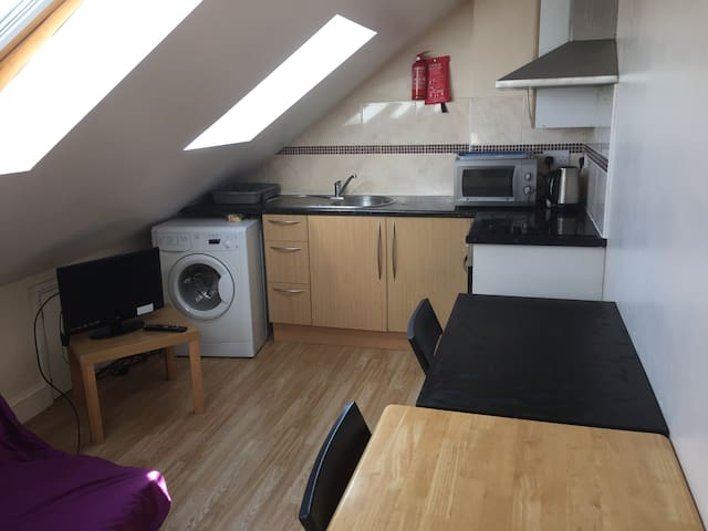 Great Loft apartment close to all local amenities
