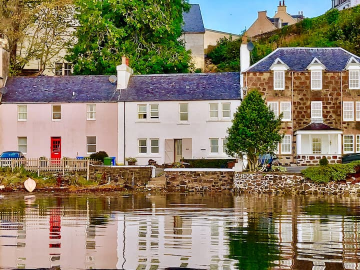 Stunning Skye sea-front house, parking for 2 cars