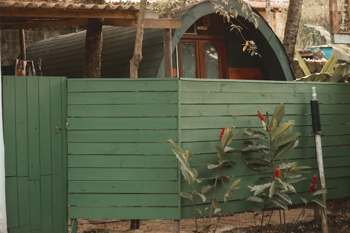 Chalezinho com varanda fechada