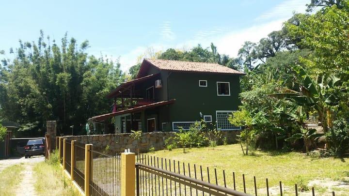 Linda Casa em Florianópolis 300 metros da praia