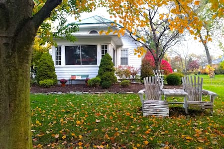 Fall into Autumn @ Lotus Bay Cabin *Special Rates*
