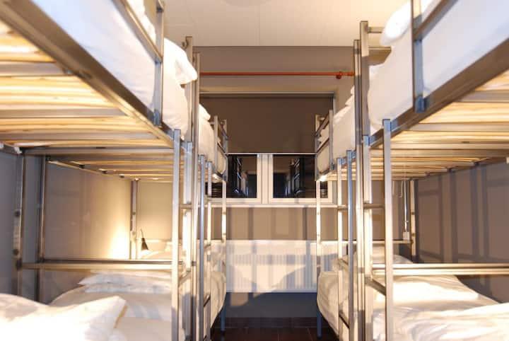 Tehúsið Hostel - Quadruple Room 10