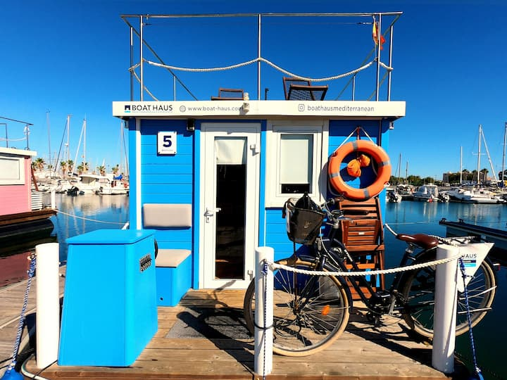 Beautiful houseboat for rent. Live different