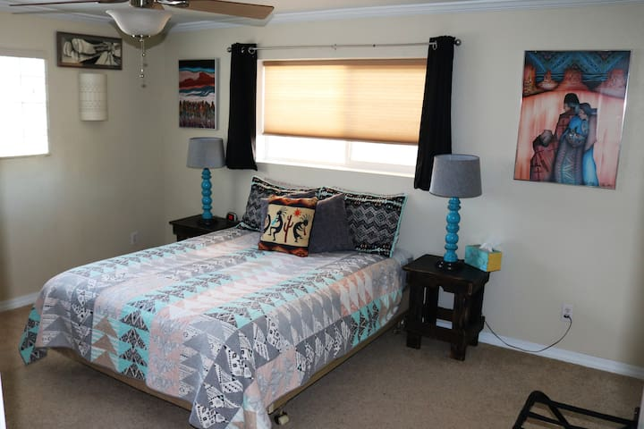 Navajo Room (Master) (has TV)