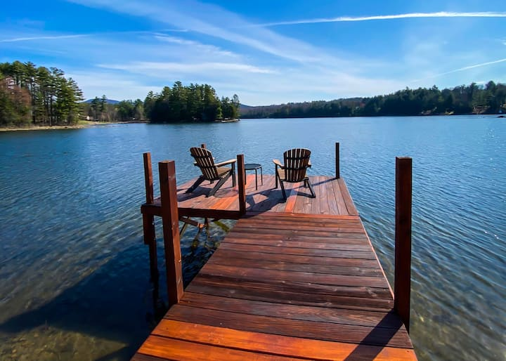 Lakeshore Cottage - Lakefront, Hot Tub, Dock Space