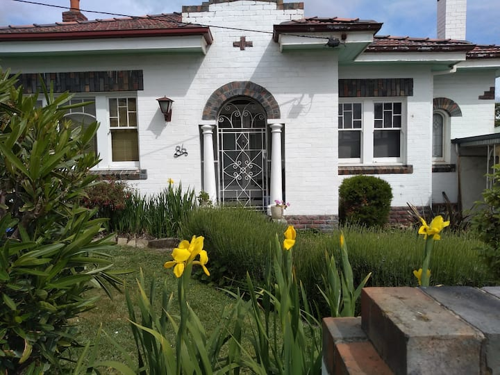 Art deco with studio close to CBD, Nth Hbt,Calvary