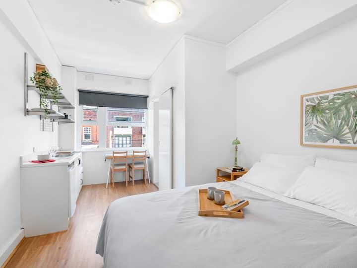 Fresh & airy Inner City apt in great location