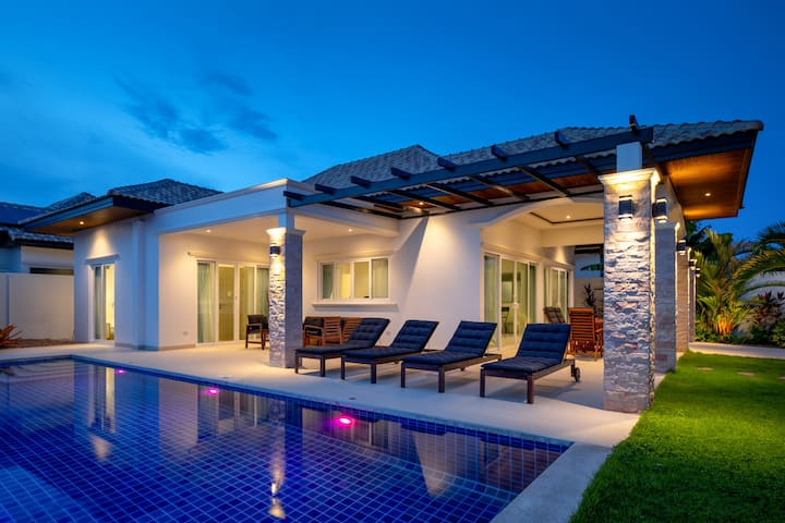 Stunning private villa with swimming pool 426
