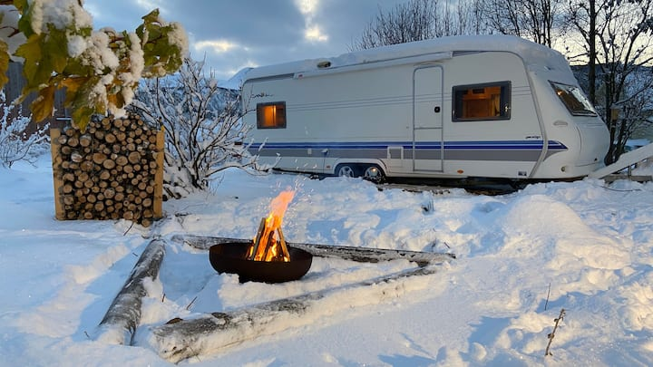 Winteradventures in ta cosy caravan on Lofoten