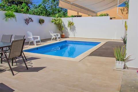 Villa Sol Quatro with private pool and near beach