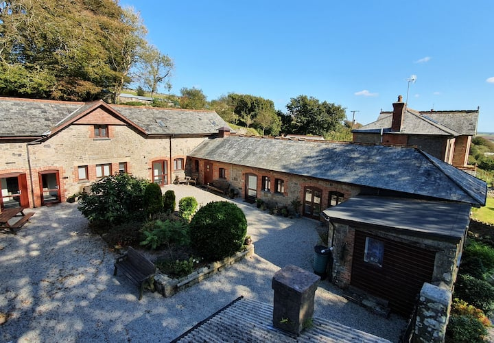 Stable Cottage. Stunning Property. Great Location!
