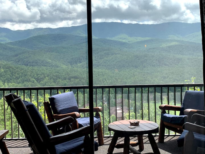 """Honeycomb Hideout"" Breathtaking Mountain Views!"