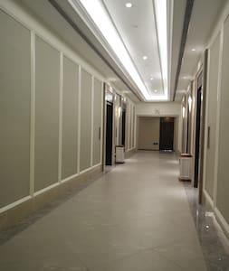 Der Gästeeingang ist breiter als 81cm.