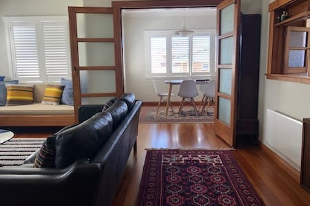 Retro and relaxing in Urenui (reduced weekly rent)