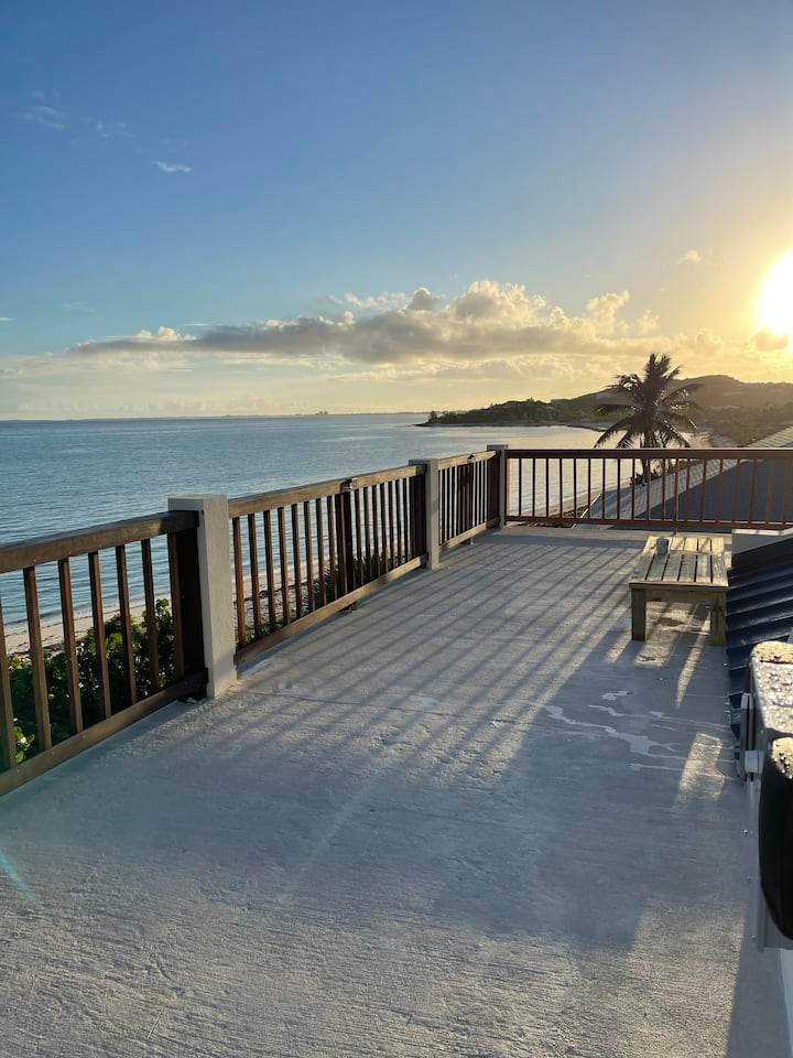 Ease Beach Front Duplex - 3BR **New Rooftop Deck**