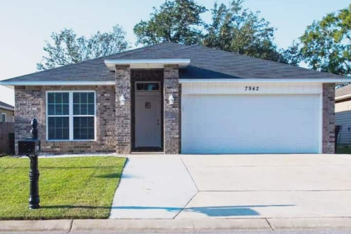 Family Home, Quiet Neighborhood. Central Pensacola