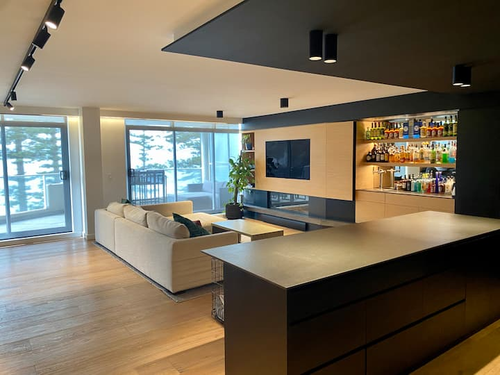 Luxury Sub-Penthouse on Manly Beach