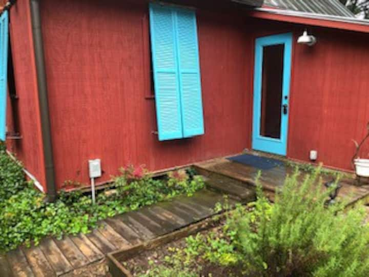 Private Studio under 20 minutes to downtown Athens