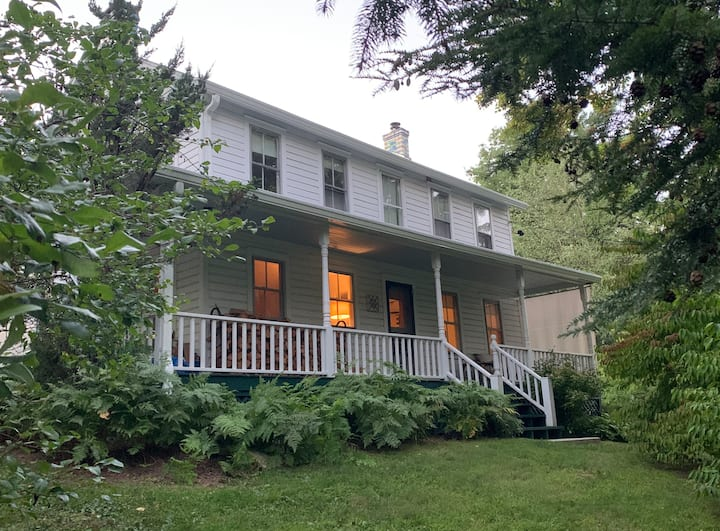 Mohonk Colonial Home Farmhouse