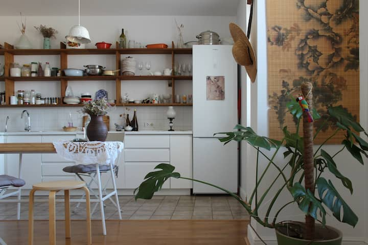 Bright studio with a dream kitchen and nature view