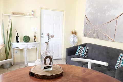 Decorative & Comfy Airbnb! Near Plaza! & WiFi!