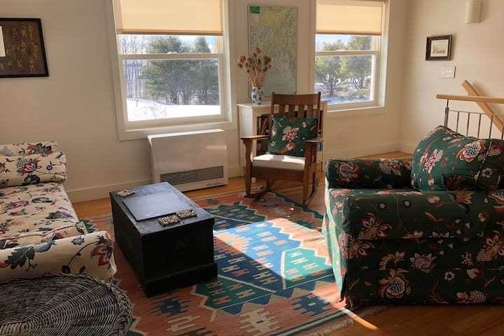 Beekeepers Cottage: Oceanside, Private, Safe,