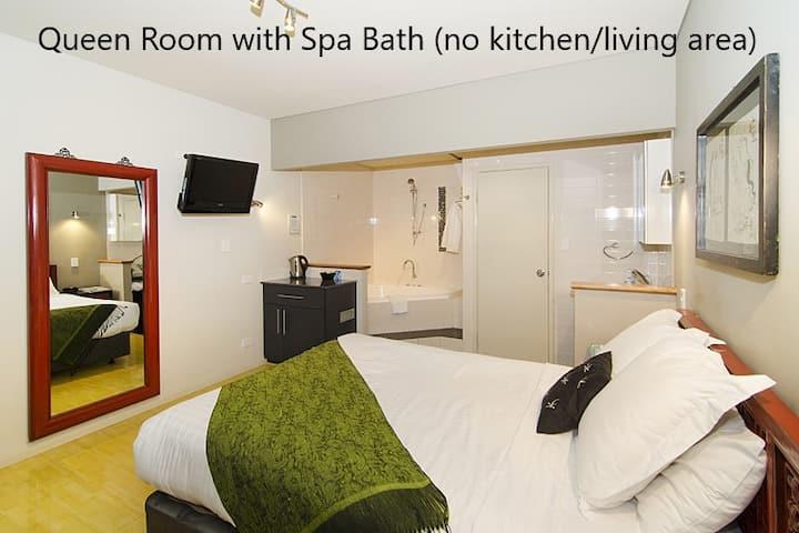Apartment 33A Queen Spa (no kitchen/living area)