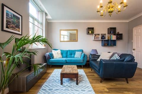 Elegante apartamento de 2 dormitorios en el centro de la ciudad - Estacionamiento gratuito