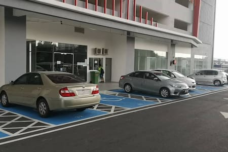 दिव्यांगों के लिए गाड़ी खड़ी करने की जगह
