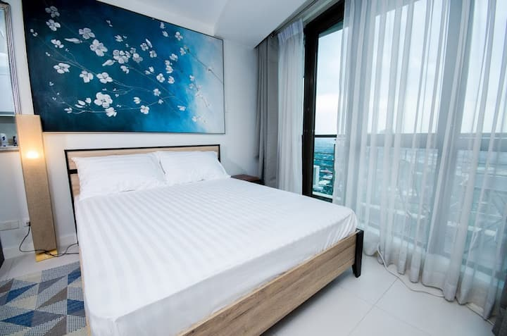 KL (29th Flr) Studio in Makati by Central Flats