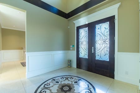 入门处很方便,门宽大约1.8米