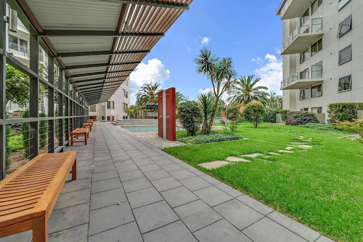 Great Apartment in CBD with Pool+BBQ+Free Parking
