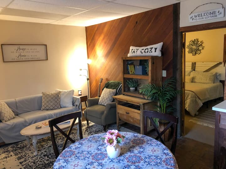 Cozy Apt in Harpers Ferry near the lake!