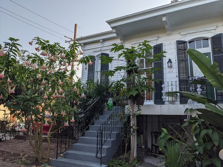 Balcony/Courtyard Mansion near Bourbon St Condo 20