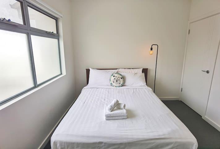 Third Bedroom-Queen size bed