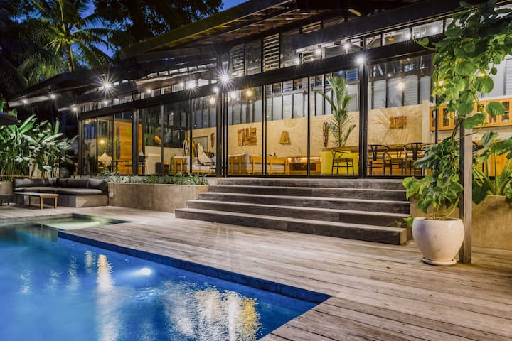 Villa Kiri - Luxury Seaview Villa in the Jungle