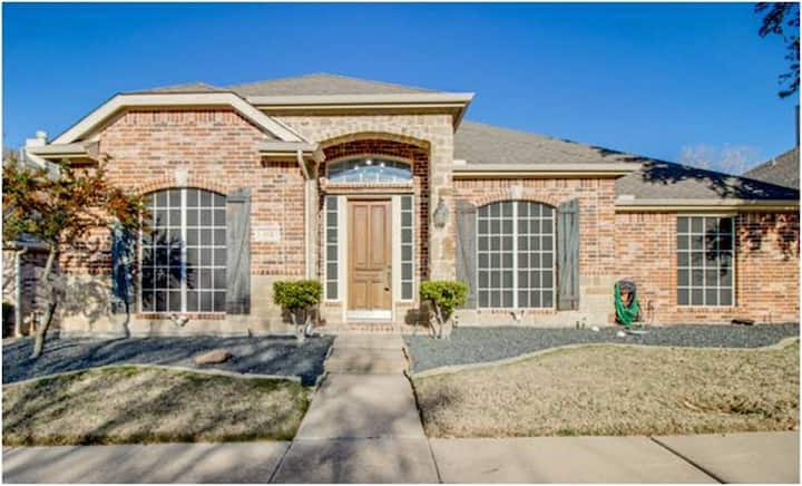 Spacious home, easy on/off IH 30, Dallas close.