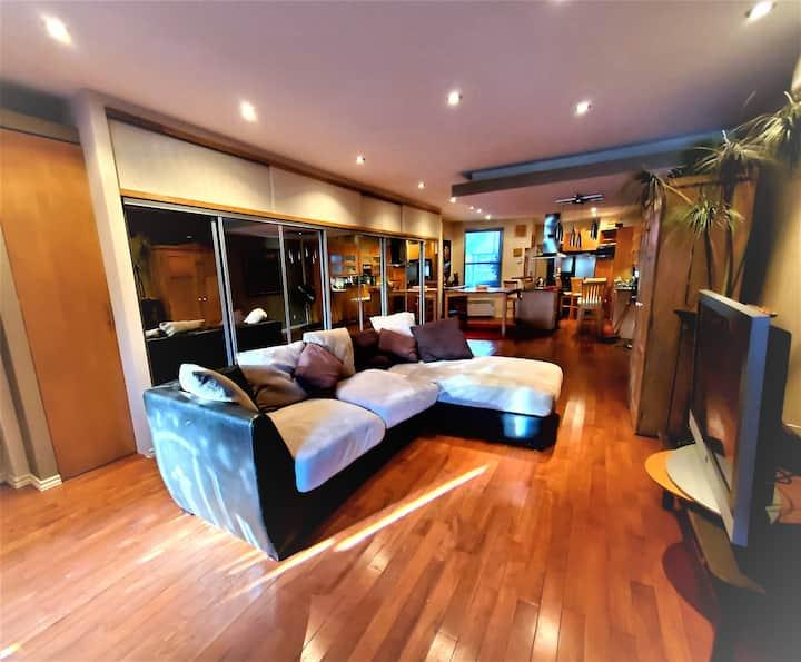 Condo totalement rénové style loft, une chambre +1