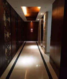 单元门厅电梯间