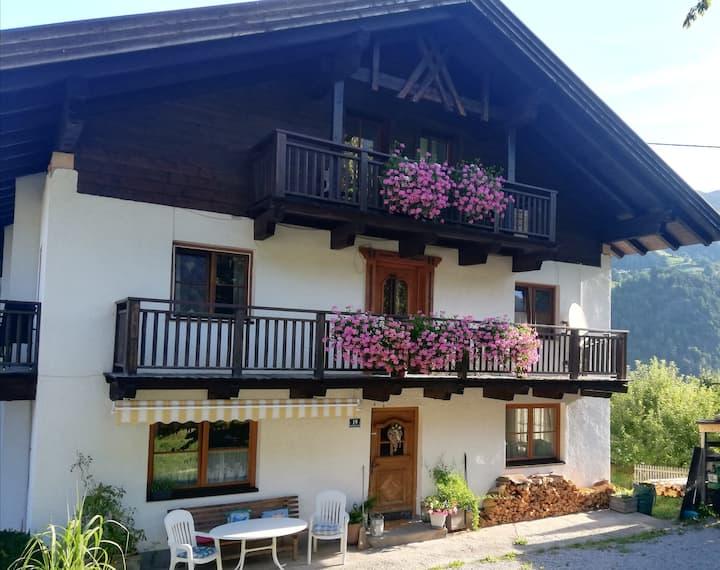 Tiroler Haus  (gr. Ferienwohnung mit Zirbenstube)