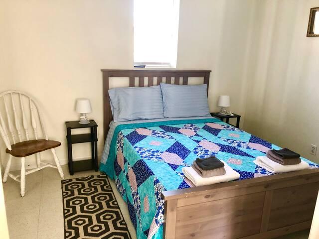 Bedroom 2 (German Queen Bed)