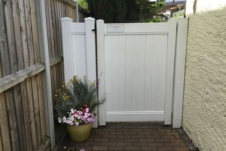 Extra wide side gate to rear entrance